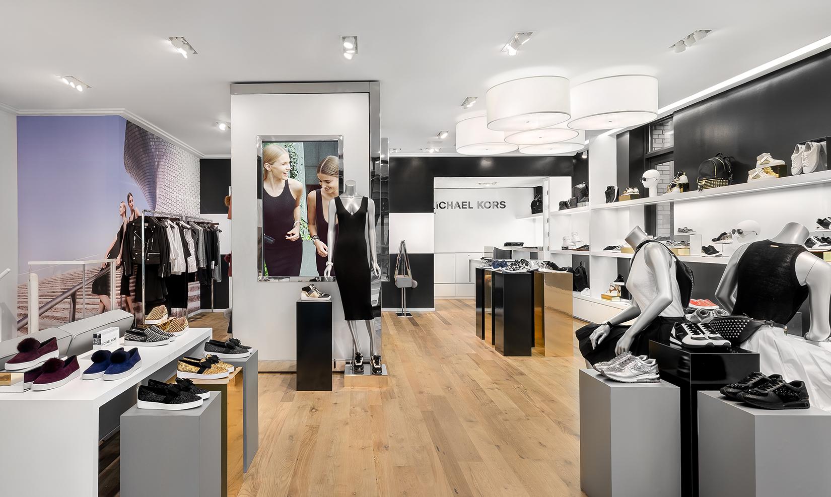 Negozio Michael Kors  il primo store che cambia ogni mese! 414e498d7ee