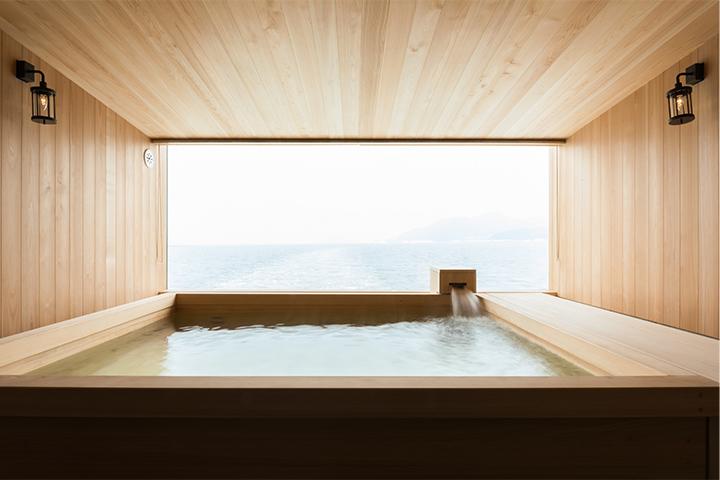 Guntû Floating Hotel -Giappone